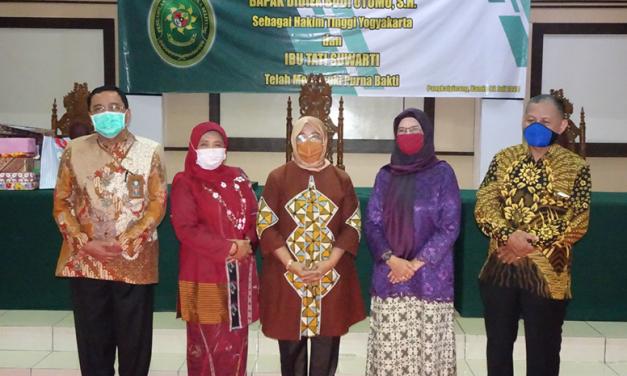 Bersama Ibu WKPT, Asnahwati, S.H., M.H. Terima kasih Pak Didiek dan Ibu Tati